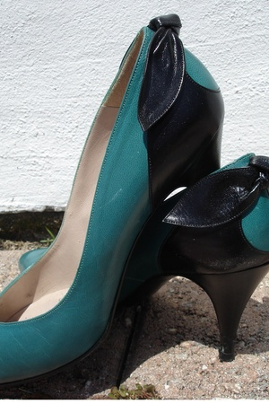 vintage green and black pin-up heels