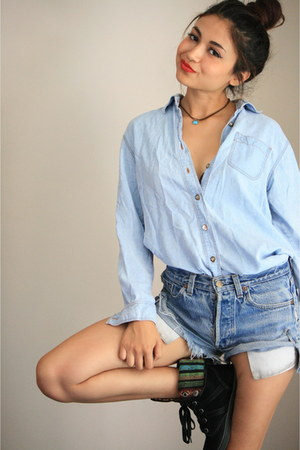 shirt - blue denim shorts Levis shorts - black suede sneakers Blowfish sneakers