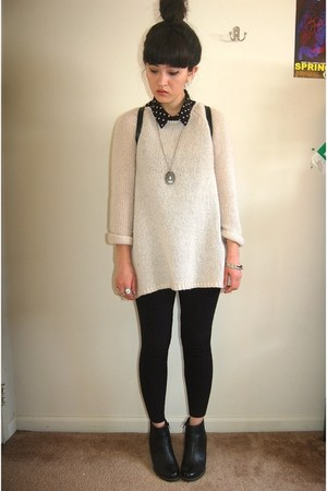 black leather Clarks boots - beige H&M sweater