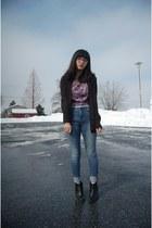 light blue high waist BDG jeans - black Clarks boots