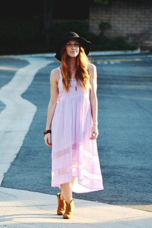 bronze Candies boots - light purple high low dress - black floppy hat