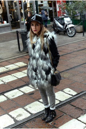 black pull&bear coat - black zalando boots - black H&M hat