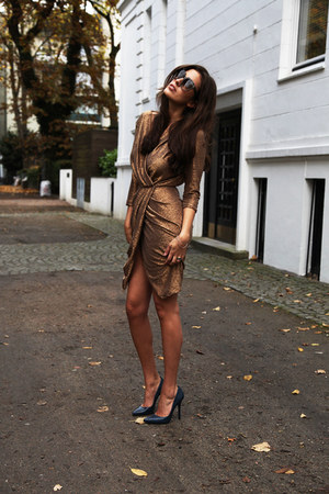 tan Elisabetta Franchi dress