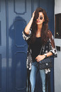 Blue-levis-jeans-black-chanel-bag-black-asos-vest