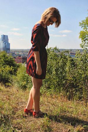 tawny samantha pleet Wolverine heels - brick red chevron Ruche dress