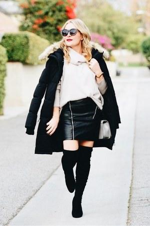 beige turtleneck Repeat Cashmere sweater - black parka Noize coat