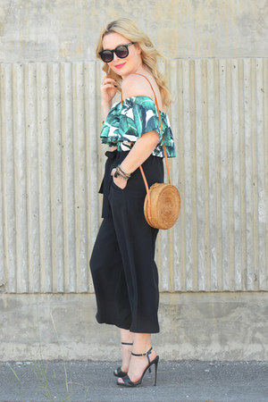 green palm print Sheinside top - forest green culottes Lulus pants
