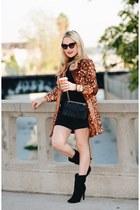tawny faux fur Maison Jules coat - black Shoedazzle boots