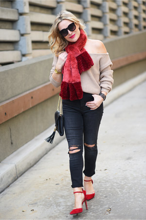 ruby red faux fur Minx scarf - black high-waisted H&M jeans