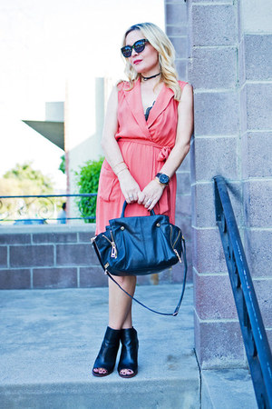 black peep toe Kelsi Dagger boots - salmon shirt dress MinkPink dress