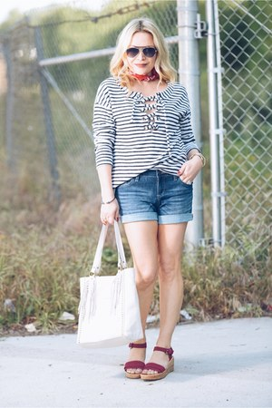 navy denim Crafted by Lee shorts - blue striped Sanctuary top