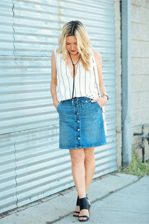denim Gap skirt - blue v-neck Tobi top