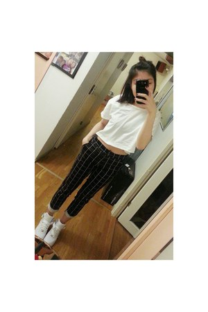 white shoes - white nike shoes - black H&M pants