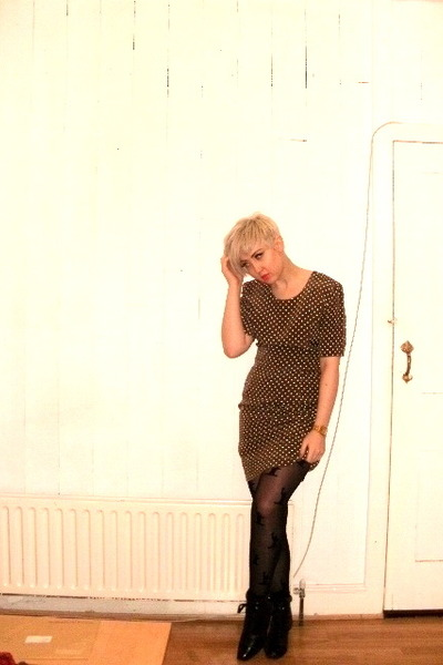 vintage boots - vintage dress - House of Holland tights