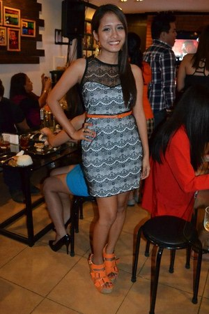 orange wedge shoes - black dress - orange belt