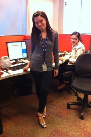 gray knitted f21 sweater - black tights f21 leggings - gray from an officemate h