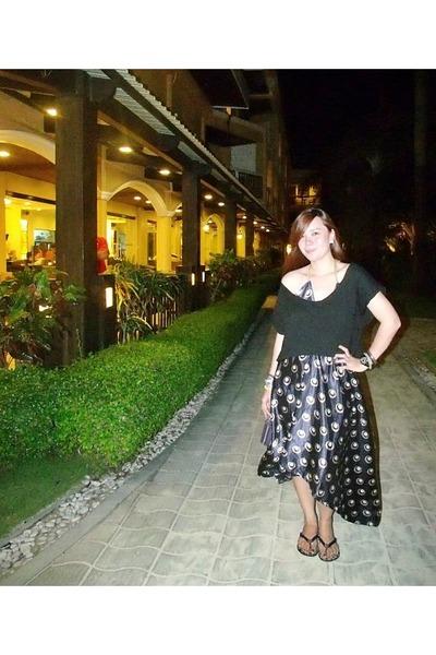 navy silk dress - black cropped shirt - black flip flops tory burch sandals