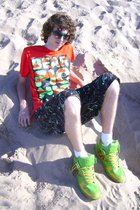 red Bearpicniccom t-shirt - green H&M sunglasses - green JB Classics shoes - bla
