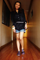 black H&M top - white From Bazaar belt - blue H&M shorts - black Chinese Laundry