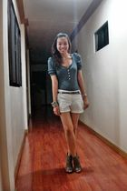 blue from greenhills top - white Mango shorts - gray Promise shoes
