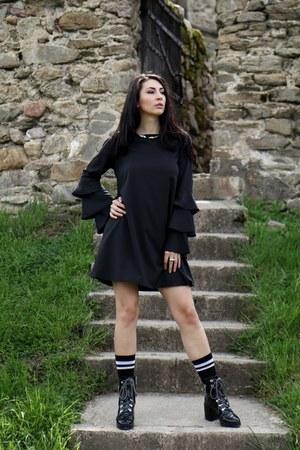 New Chic dress