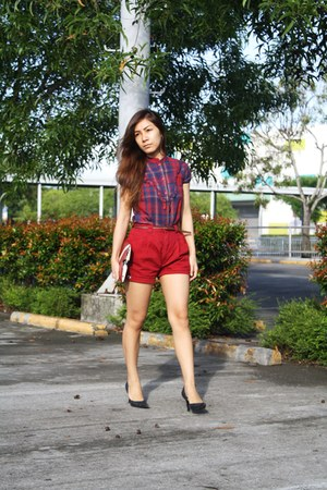 ruby red Soen top - ruby red Lacoste shorts