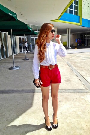 Prada bag - Lacoste shorts - white vintage blouse - Ray Ban glasses