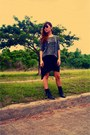 Black-primadonna-boots-dark-brown-tom-ford-sunglasses-silver-forever-21-top