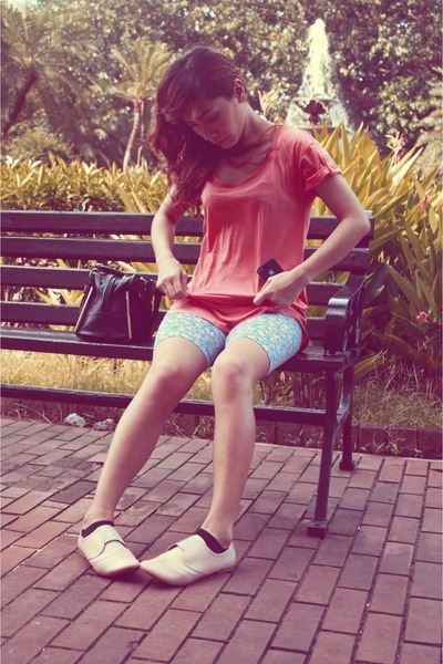 carrot orange Gap t-shirt - eggshell So FAB shoes