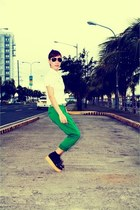 black So FAB shoes - white Shapes top - forest green Zara pants - rayban glasses
