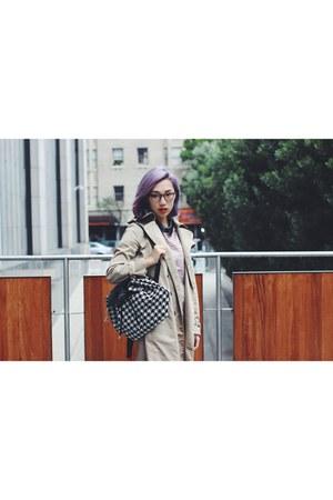backpack Kipling bag - trench coat Burberry coat - Derek Cardigan glasses