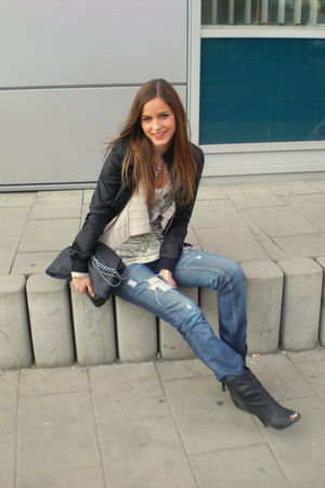 blue DIY jeans - beige Zara top - beige H&M cardigan - black boots - black purse