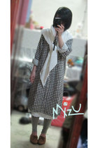 checkered Caliner dress - white no brand scarf - camel Bunkaya Zakkaten flats