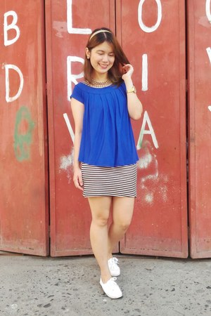 blue loose SM top - black and white bought online dress - white SM sneakers