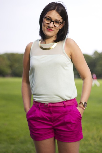 H&M shorts - H&M top - River Island necklace