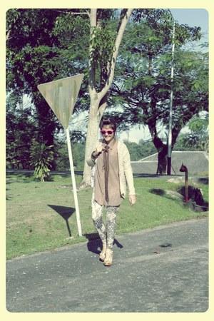 unbranded leggings - chiffon Tweede Reeks shirt - knitted new look cardigan