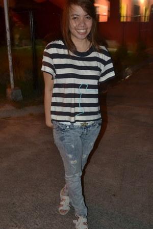 ivory sandals - light blue Guess pants - navy loose stripes t-shirt