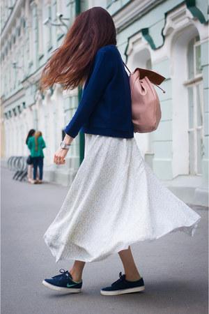 navy Mango sweatshirt - light blue idaLaida skirt - navy nike sneakers