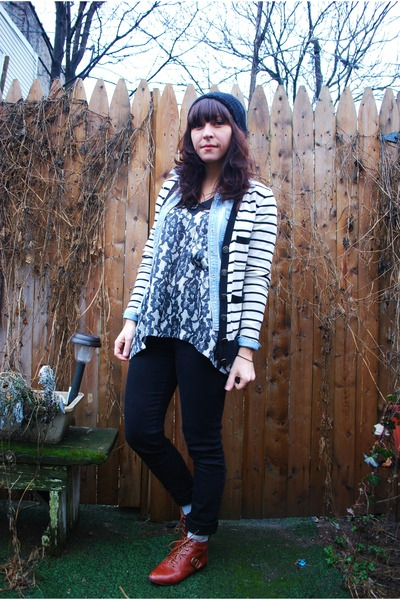 black f21 pants - gray kensie top - white BB Dakota cardigan - brown Jeffrey Cam