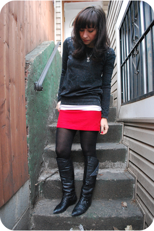 red vintage skirt - gray f21 sweater - black vintage boots