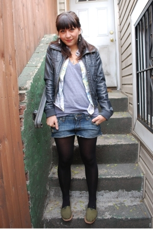 H & M tights - Roxy shorts - American Apparel t-shirt - Earl Jeans shirt - H & M