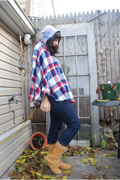 blue Cheap Monday jeans - red reconstructed coat - beige sperry topsider boots