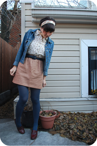 brown vintage dress - blue thrifted belt - blue HUE tights - brown martinelli sh