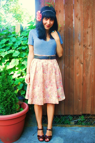 kensiegirl skirt - American Apparel t-shirt - UO belt