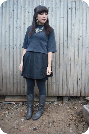 black kensie skirt - gray kensie top - gray kensie leggings - silver Charlotte R