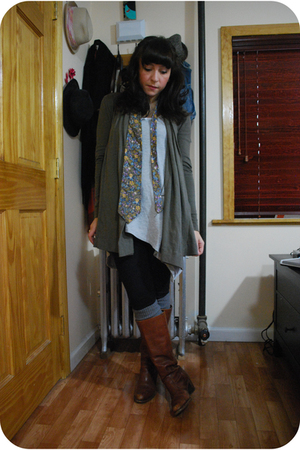 green kensie cardigan - blue thrifted tie - brown Dexter boots