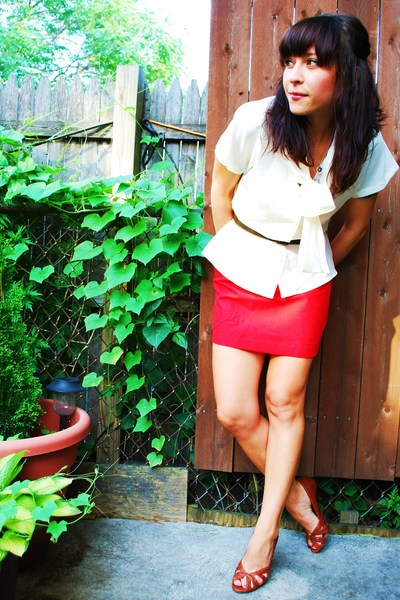 vintage skirt - vintage blouse - vintage belt - winners shoes