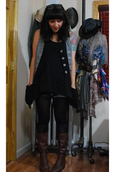 kensie vest - UO top - Roxy shorts - 8020 boots