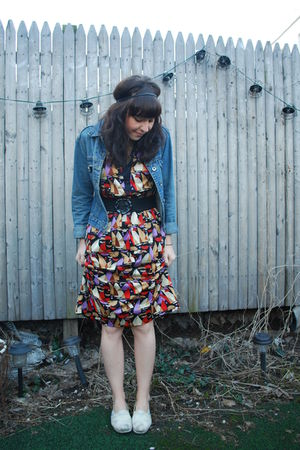red vintage dress - white TOMS shoes