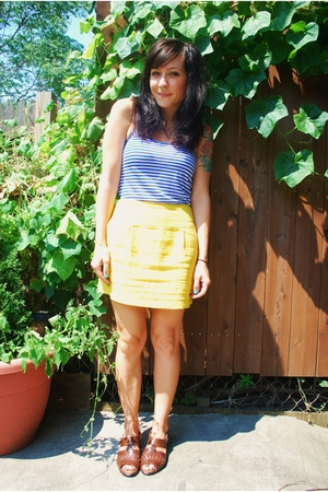 forever 21 skirt - Aritzia t-shirt - thrifted shoes